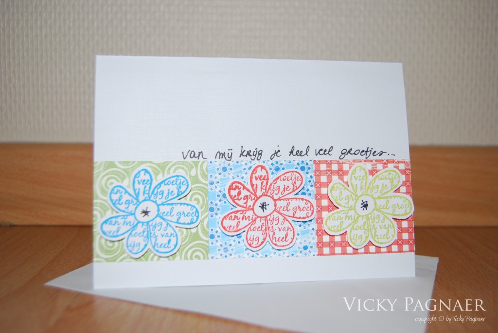 kaart met gestempelde bloemen, copyright Vicky Pagnaer